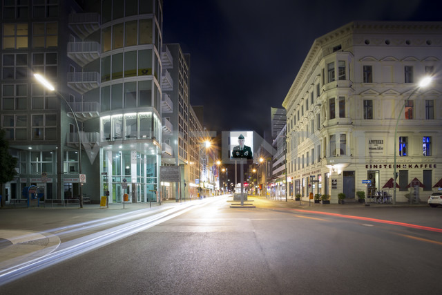 Germany, Berlin, Berlin-Mitte, Checkpoint Charlie at night - NK000366 - Stefan Kunert/Westend61