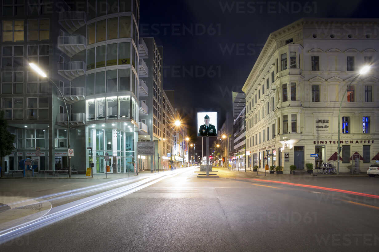 Germany, Berlin, Berlin-Mitte, Checkpoint Charlie at night - NK000366 - Stefan Kunert/Westend61