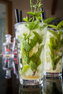Two glasses of Mojito - JUNF000425