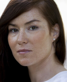 Portrait of woman with brown hair and freckles, close-up - HCF000148