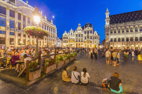 Belgium, Brussels, view to Grand Place with outdoor gastronomy at twilight - WD003225