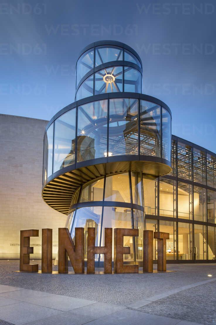 Germany, Berlin, extension building of German Historic Museum at twilight - NK000372 - Stefan Kunert/Westend61