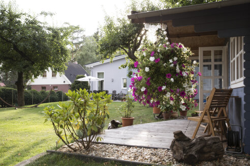 Germany, Eggersdorf, house with garden and flowers at terrace - FKF001345