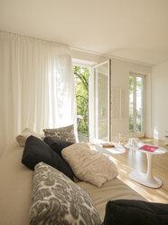 Modern living room - LAF001476