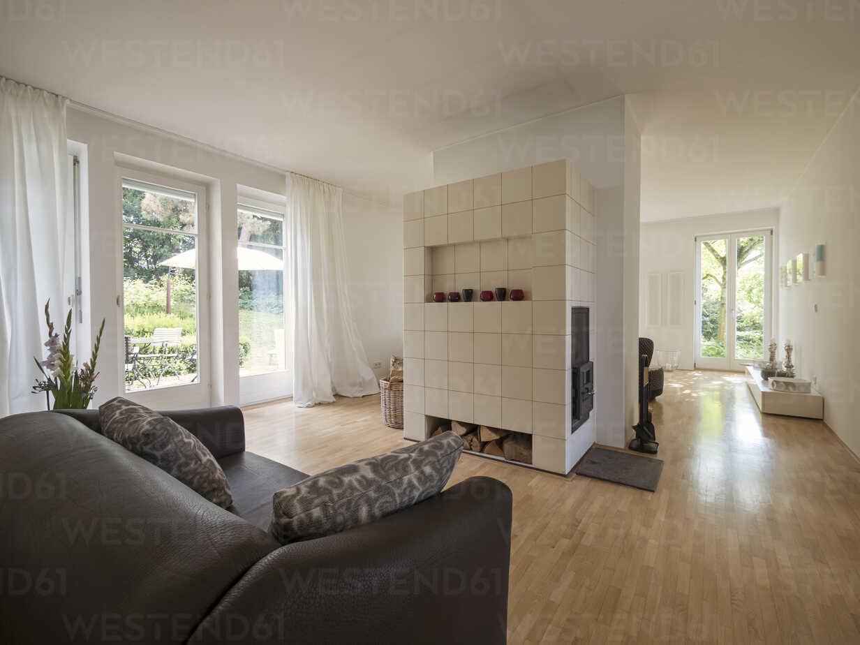 Modern living room with fireplace - LAF001483 - Albrecht Weißer/Westend61