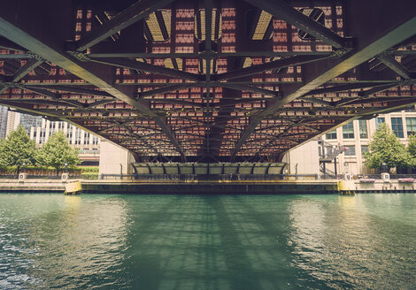 USA, Illinois, Chicago, Chaicago River, Bridge, View from below - DISF002151