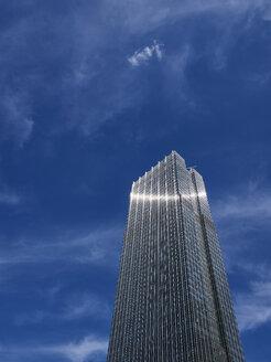 USA, Illinois, Chicago, HIgh-rise building, reflective facade - DISF002179