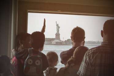 USA, New York City, Tourists on Staten Island Ferry looking at Liberty Statue - ON000890