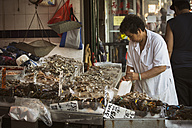 USA, New York City, Chinese woman selling fish at market in Chinatown - ON000905