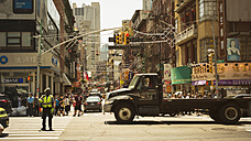 USA, New York City, Street life in Chinatown - ON000897