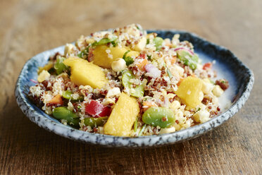 Quinoa salad with mango, carrots, fava beans, red bell pepper, red onion, corn, coconut and raisins - HAWF000846