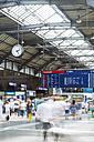 Switzerland, Travellers at busy Zurich Main Station - BZ000205