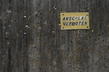 Prohibition sign on wooden wall - CRF002707