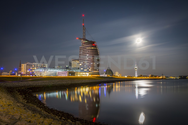 Germany, Bremerhaven, Klimahaus and Atlantic Hotel Sail City at night - NKF000383 - Stefan Kunert/Westend61