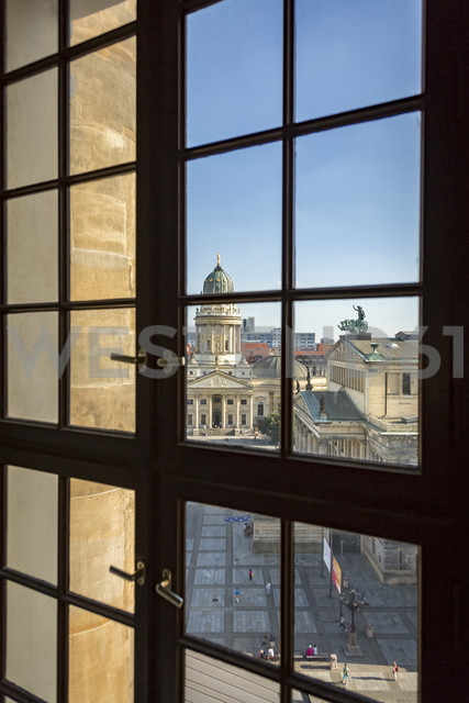 Germany, Berlin, look through window to Gendarmenmarkt from French Cathedral - NKF000386 - Stefan Kunert/Westend61