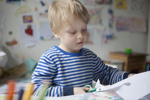Portrait of blond little boy tinkering - RBF002995