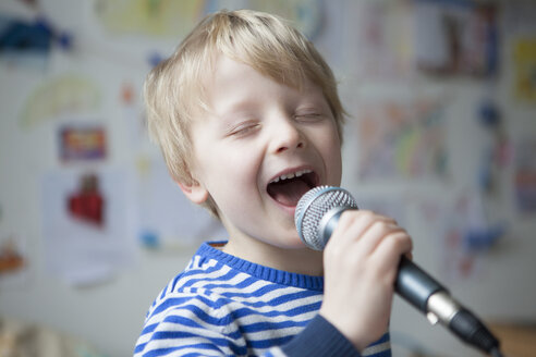 Portrait of singing little boy with microphone - RBF002989
