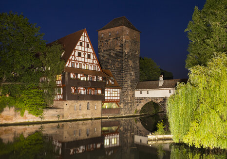 Germany, Nuremberg, wine bar and water tower at Pegnitz River - SIEF006765
