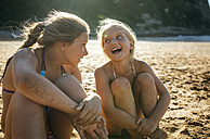 Two sisters having fun together on the beach - MGOF000603