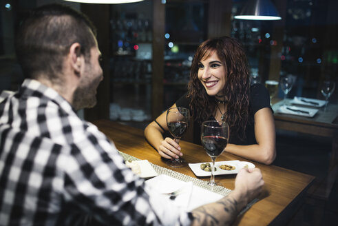 Young couple having a rendezvous in a restaurant at night - JASF000078