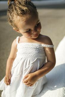 Portrait of peeking little girl - MGOF000645