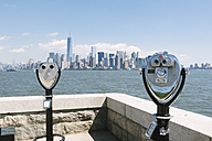 USA, New York City, view to the skyline with two coin operated binoculars in the foreground - GIOF000102