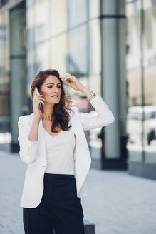 Businesswoman outdoors on cell phone - CHAF001413