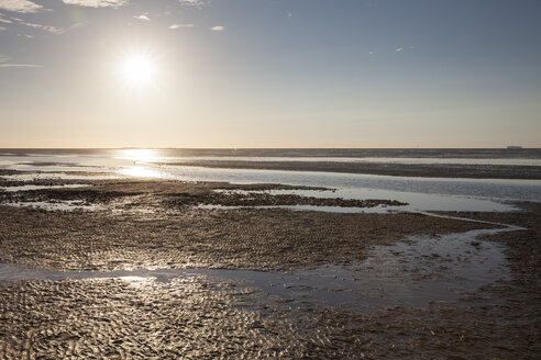 Germany, Lower Saxony, Cuxhaven, sunset above the Wadden Sea - WIF002618
