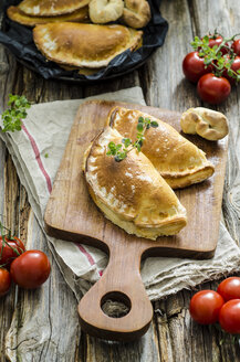 Calzone stuffed with tomatoes and sage - ODF001271