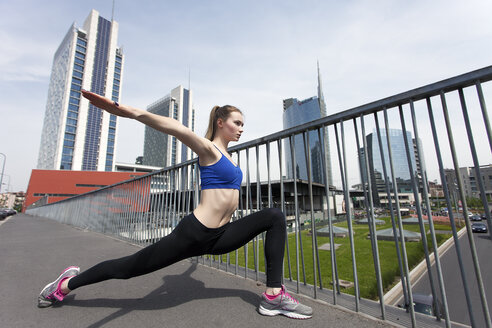 Young woman doing workout in the city - PASF000025
