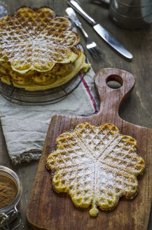 Waffles with cinnamon and icing sugar - ODF001290