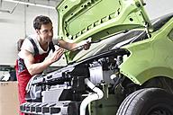 Car mechanic examining accident damaged car before repair - LYF000502