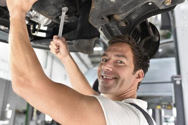Car mechanic working in repair garage - LYF000526