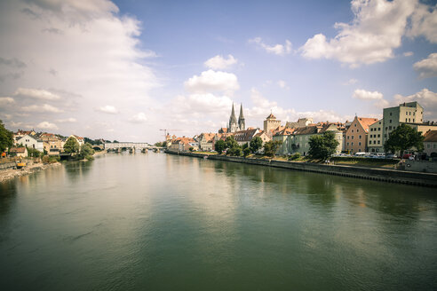 Germany, Regensburg, view to the city with Danube River - SARF002091