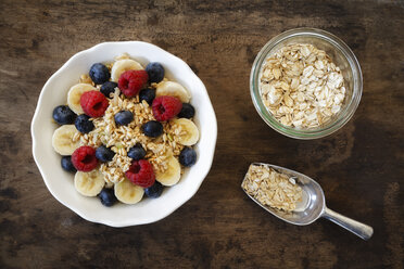 Bowl of muesli with banana slices, raspberries and blueberries - EVG002223