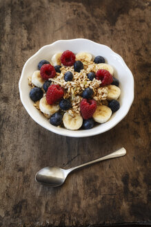 Bowl of muesli with banana slices, raspberries and blueberries - EVG002225