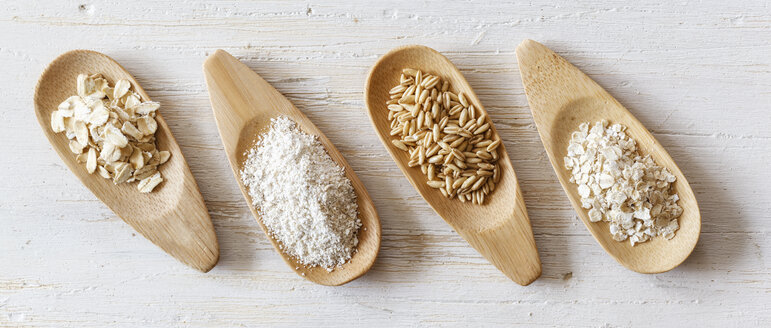 Wooden shovels with oat grains, flakes and bran - EVGF002236