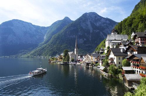 Austria, Upper Austria, Hallstatt at Lake Hallstatt - WWF003869