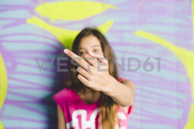 Young girl giving the finger - GEMF000363 - Gemma Ferrando/Westend61