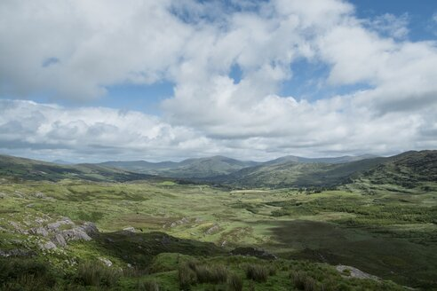 Ireland, County Kerry, Glengarriff, View to valley - ELF001575