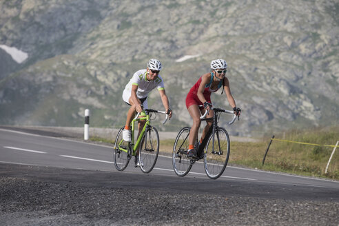 Switzerland, Engadin, two cyclists on Bernina Pass - FFF001462