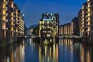 Germany, Hamburg, Wandrahmsfleet in the historic warehouse district in the evening - RJF000498