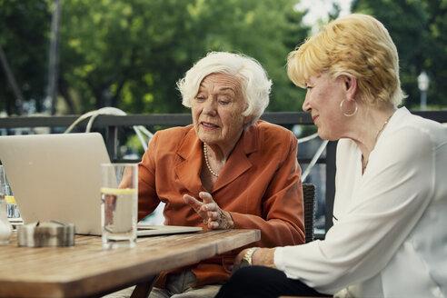Germany, Berlin, portrait of two  senior women using laptop - TAMF000346