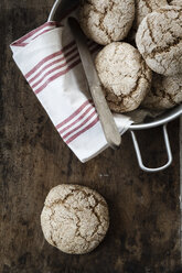 Homemade rye bread rolls in bowl, on chopping board - EVGF002434