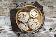Homemade rye bread rolls on wooden plate and cooling grid - EVGF002425