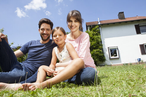 Portrait of smiling family with daughter in garden - RBF003214