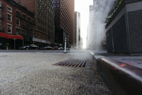 USA, New York City, Downtown Manhattan, haze coming out of a gully in the morning - GIOF000123
