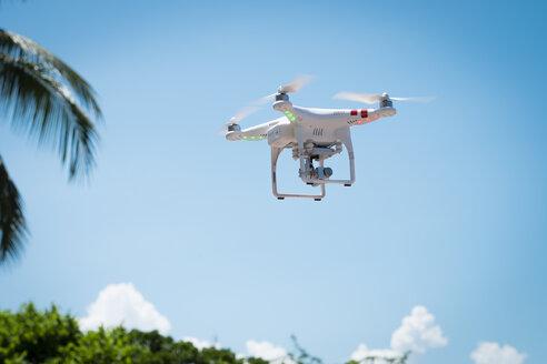 Flying drone - ABAF001936