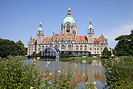 Germany, Lower Saxony, Hannover, New town hall with Maschteich - WIF002848