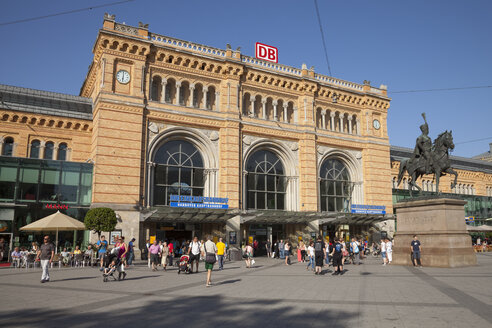 Germany, Lower Saxony, Hannover, Central station - WI002857
